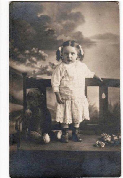 画像1: 肖像写真 テディベアと女の子 (1)