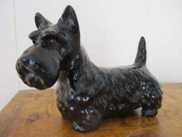 画像1: Vintage Terrier Dog Figure イギリス スコティッシュ・テリア犬のフィギュア 陶器 (1)