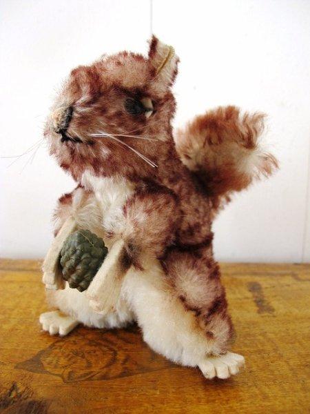 画像1: Vintage Soft Toys  アンティーク ぬいぐるみ クルミを持ったリス (1)