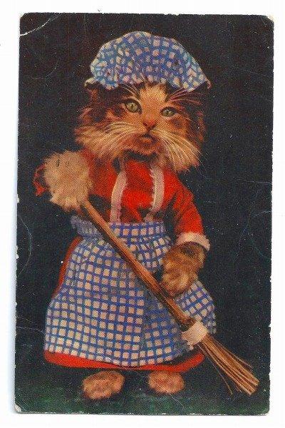 画像1: Postcard お掃除をする猫 イギリス1947年  (1)
