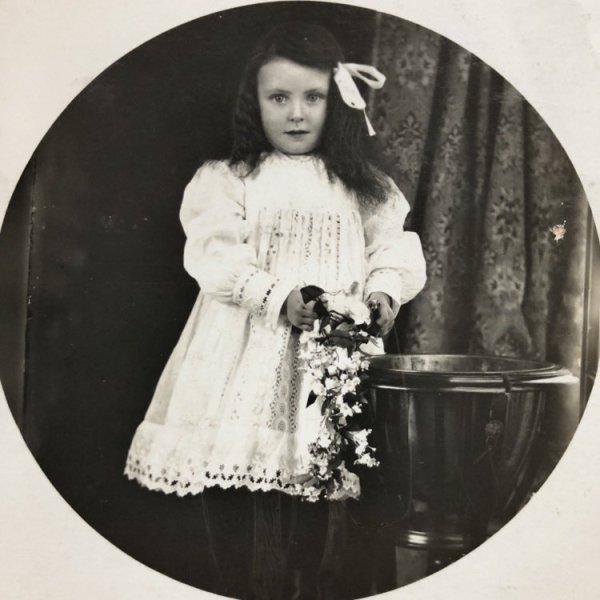 画像1: Postcard 肖像写真 小さな女の子 イギリス (1)