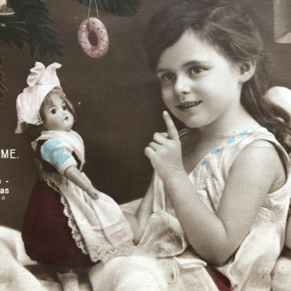 画像1: Postcard クリスマス ベッドの中の女の子とお人形さん (1)