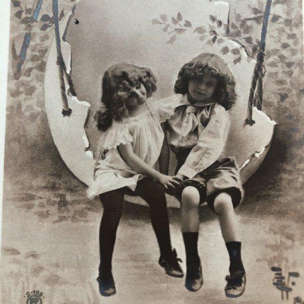 画像1: Postcard イースター 卵のブランコに乗る二人 イギリス1904年 (1)