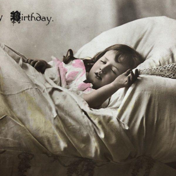 画像1: Postcard ベッドで眠る女の子 Rita Martin (1)