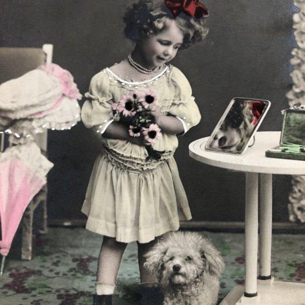 画像1: Postcard トイプードルと鏡を見つめる女の子 1910年 (1)