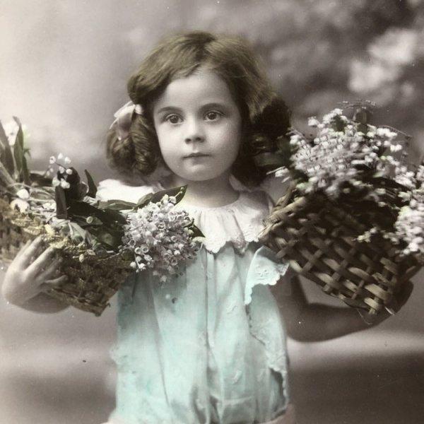 画像1: Postcard スズランのお花と女の子 スペイン1909年 (1)