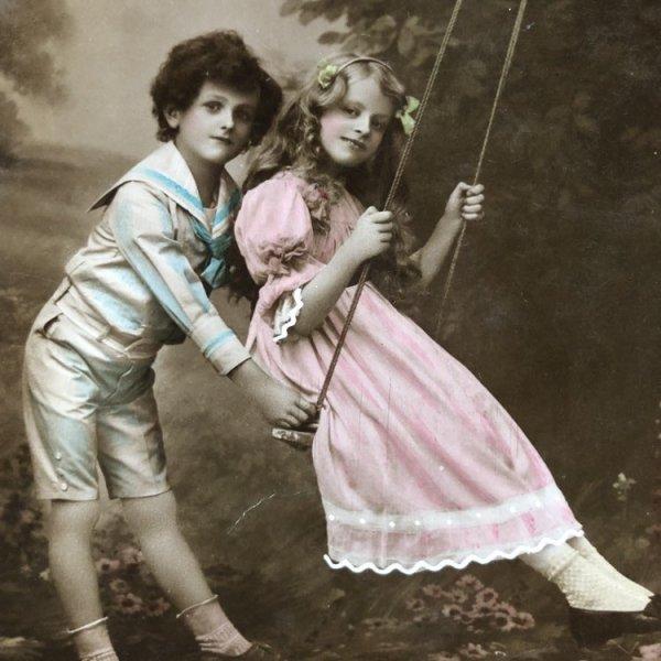 画像1: Postcard ブランコで遊ぶ2人 イギリス (1)