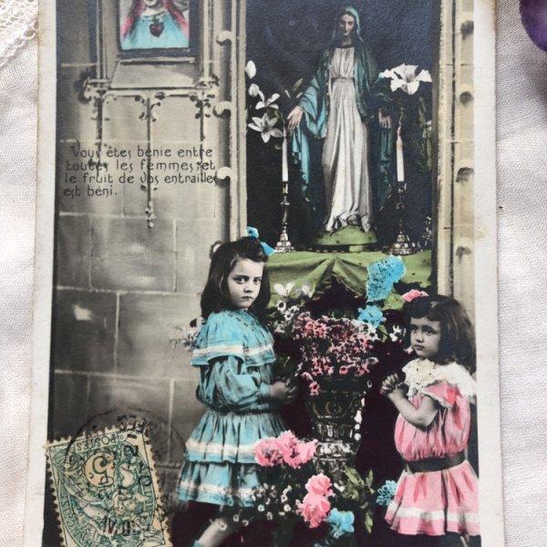 画像1: Postcard  マリア像に祈る女の子たち フランス1907年 (1)