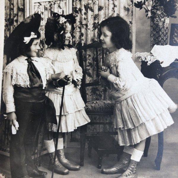 画像1: Postcard  お出迎え お客様、いらっしゃいませ フランス1905年 写真 (1)