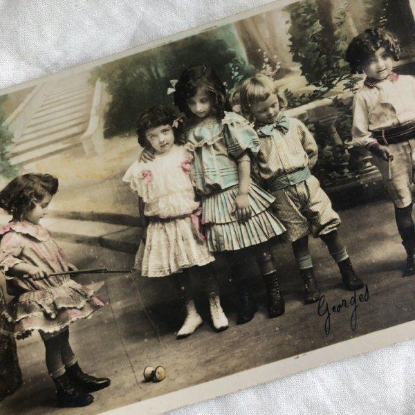 画像1: Postcard  おもちゃで遊ぶフランスの子どもたち (1)