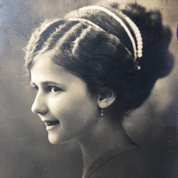 画像1: Postcard  アップ髪の女の子 横顔 オランダ1912年 (1)