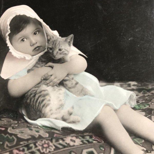 画像1: Postcard  トラ猫と女の子 フランス1906年 (1)