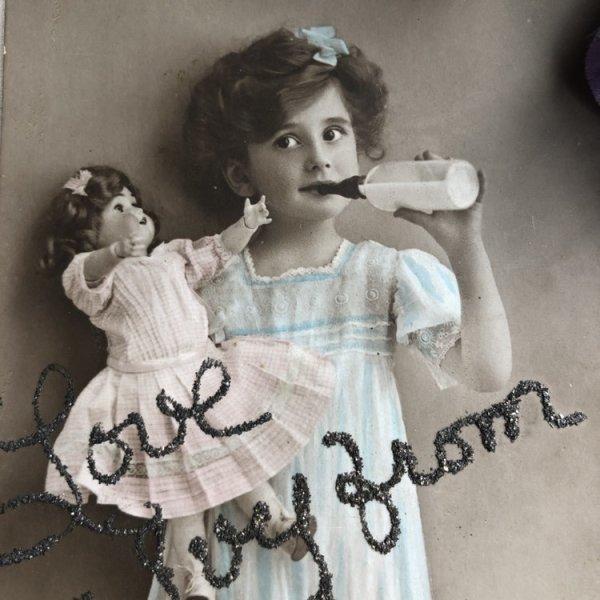 画像1: Postcard  哺乳瓶とお人形さんと女の子  (1)