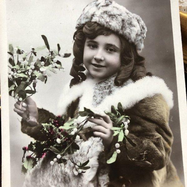 画像1: Postcard BONNE ANNEE  クリスマス ヤドリギと女の子 写真 フランス1910年 (1)