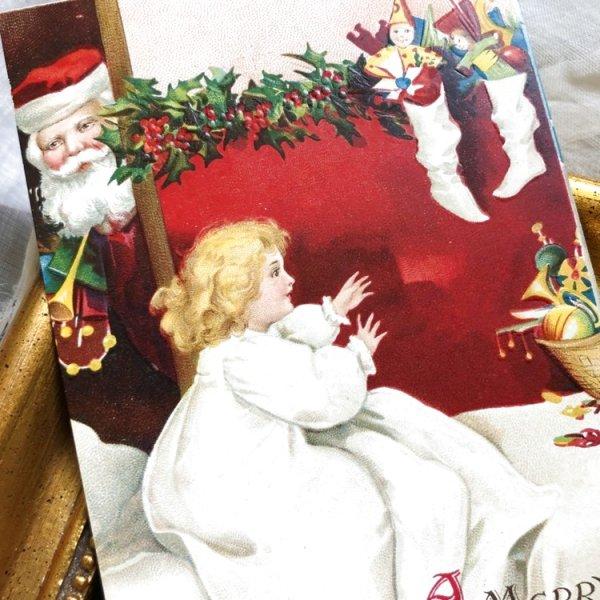 画像1: Postcard クリスマス プレゼントを見て喜ぶ女の子 サンタさん Ellen Clapsaddle (未使用) (1)