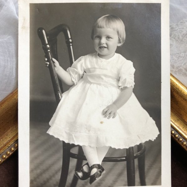 画像1: Postcard  小さな女の子 肖像写真 (1)