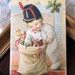 画像1: Postcard クリスマス プレゼントと男の子  Ellen Clapsaddle (1)