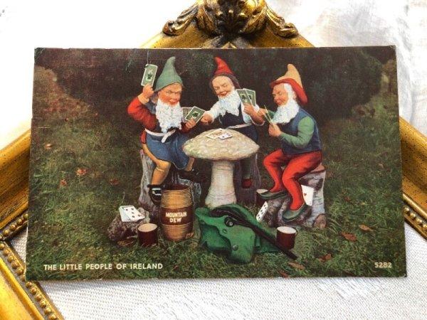 画像1: Postcard キノコの上でトランプゲームをするノーム妖精  (1)