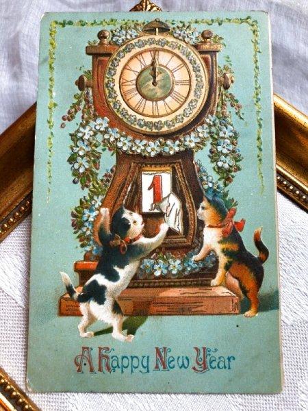 画像1: Postcard  新年祝い New Year 大きな時計とカレンダーをめくる2匹の猫さん (1)