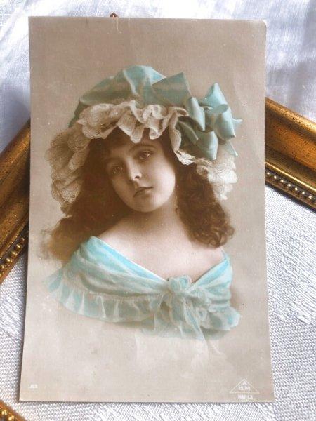画像1: Postcard  美しい女の子 水色  (1)