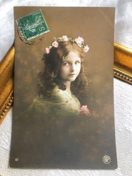 画像1: Postcard  薔薇の髪飾りの美しい女の子  (1)
