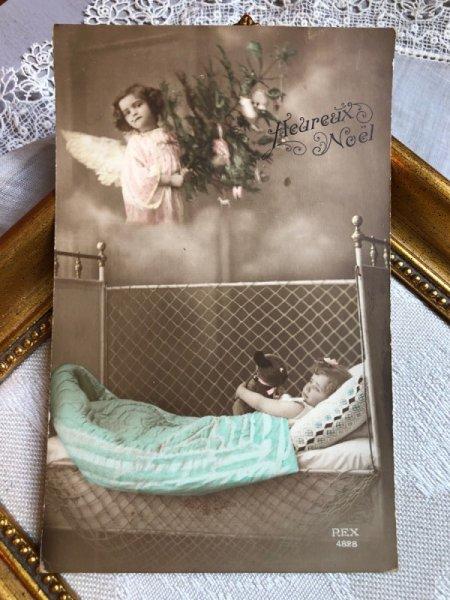 画像1: Postcard 犬のぬいぐるみ(EINCO TUBBY)を抱く女の子 天使 写真 フランス (未使用) (1)